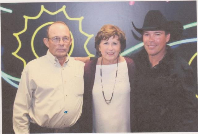 2014 Clay Walker Concert Photo